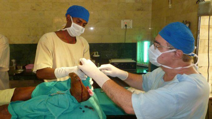 Dr. Rousselot im OP