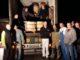 Schützen verladen Hilfsgüter für Peru 2015