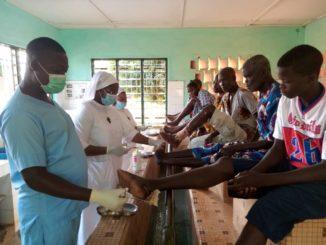Wundversorgung von Leprakranken im CTAL_Benin